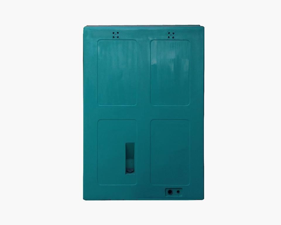 Mặt phía sau nhà vệ sinh lưu động đôi V17.2 với cửa hút chất thải thiết kế bên ngoài để giảm tối đa mùi hôi bay vào bên trong cabin